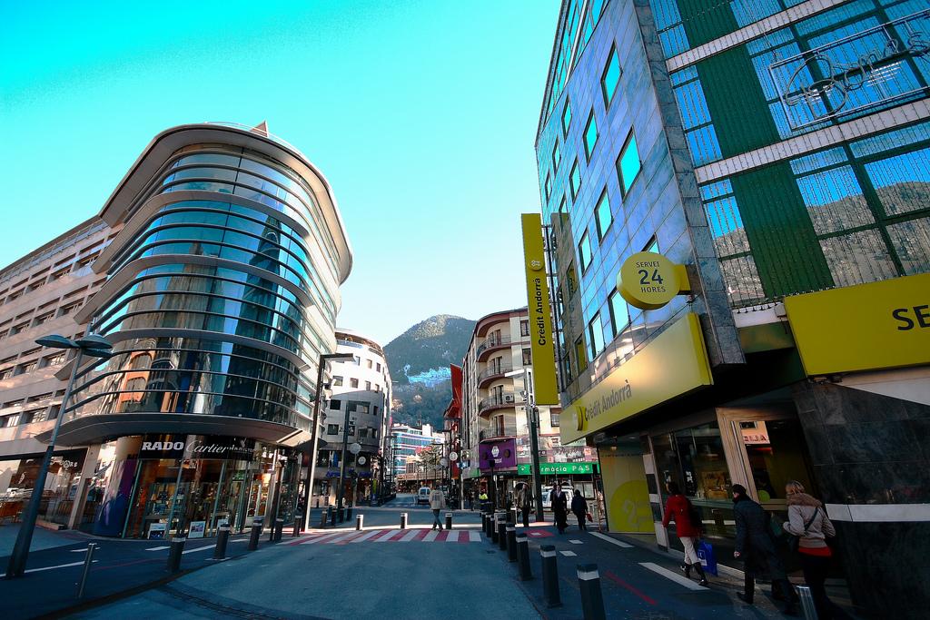 Andorre la Vieille : temple du shopping et du bien être