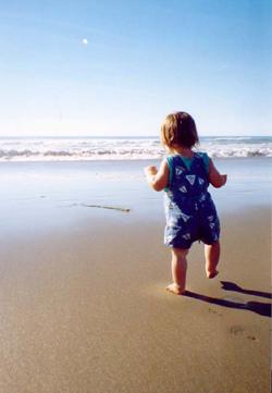 Partir en voyage avec son bébé : conseils et précautions