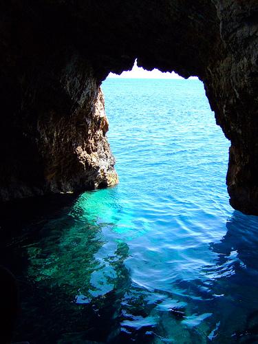 Curiosités naturelles en Croatie : la Grotte Bleue à Bisevo